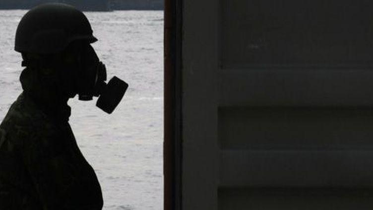 Exercice de simulation d'une attaque chimique dans le port de Yokohama au Japon le 15-10-2007. (Reuters - Kim Kyung-Hoon)