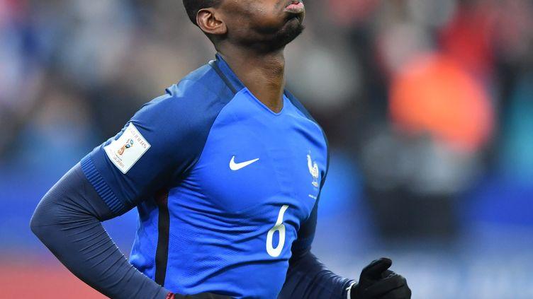 Paul Pogba durant le match de qualification pour la Coupe du Monde 2018 contre la Suède, le 11 novembre 2016 au Stade de France, à Paris. (MUSTAFA YALCIN / AFP)