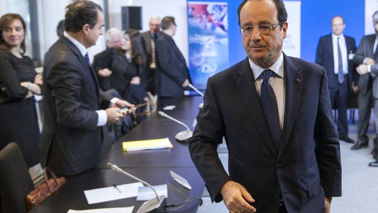 François Hollande, le 28 novembre 2013, à Aubervilliers (Seine-Saint-Denis), lors d'un déplacement sur les contrats de génération. (ETIENNE LAURENT / AFP)