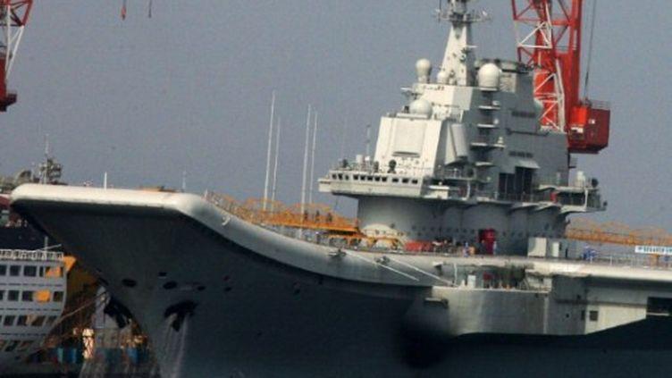 Varyag, le premier-porte avions chinois, sera bientôt rebaptisé d'un nom chinois (AFP/STR)