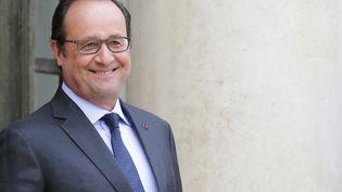 François Hollande sur le perron de l'Elysée, mardi 18 août 2015. (REGIS DUVIGNAU / REUTERS)