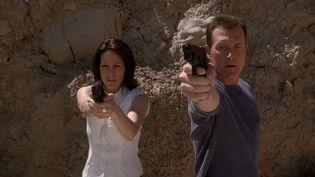 """Gillian Anderson dans le rôle de Dana Scully et David Duchovny dans le rôle de Fox Mudler dans la série """"X-Files"""". (FR_TMDB)"""