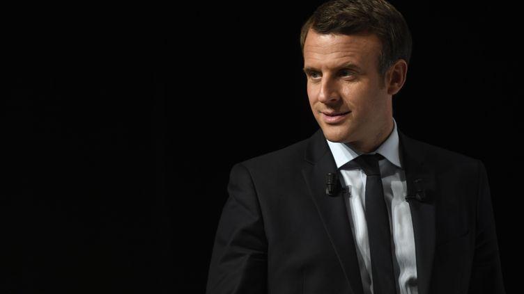Emmanuel Macron lors d'un meeting à Châtellerault (Vienne), le 28 avril 2017. (ERIC FEFERBERG / AFP)