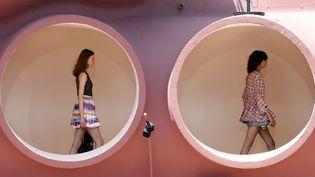 Dior Cruise 2016, au Palais Bulles de Pierre Cardin, mai 2015.  (VALERY HACHE / AFP)
