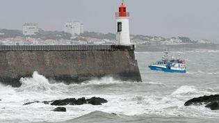 La Vendée, concernée par la tempête Miguel, a déjà été touchée par le passage de Gabriel, comme ici aux Sables-d'Olonne, le 29 janvier 2019. (MAXPPP)