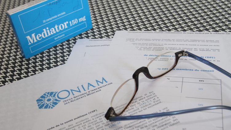 Les victimes du Mediator peuvent depuis 2011 remplir un formulaire de demande d'indemnisation auprès de l'Office d'indemnisation des accidents medicaux (Oniam). (JEAN-FRANCOIS FREY / MAXPPP)