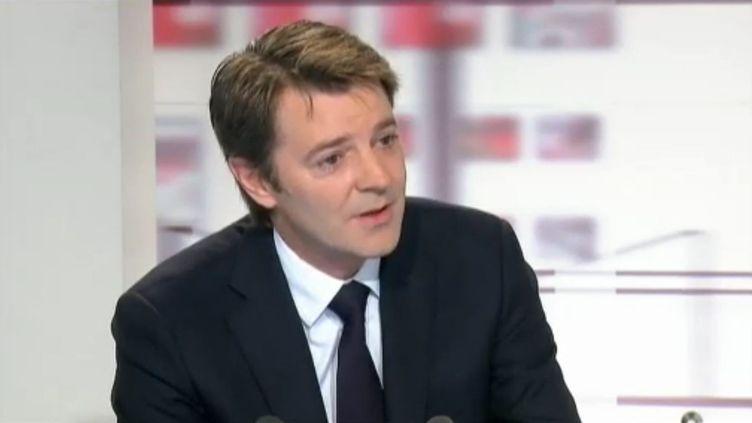 Le ministre de l'Economie, François Baroin, le 22 novembre 2011 sur le plateau de France 2. (FRANCE 2)