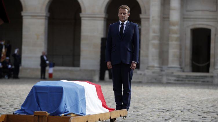 Le président de la République lors de l'hommage à Jean-Paul Belmondo, aux Invalides (Paris), le 9 septembre 2021. (IAN LANGSDON / AFP)