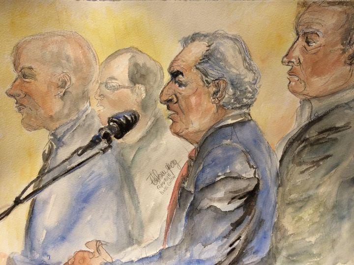 De gauche à droite : David Roquet, Dominique Strauss-Kahn et Fabrice Paszkowski, au tribunal correctionnel de Lille (Nord), le 12 février 2015. (ELISABETH DE POURQUERY / FRANCETV INFO)