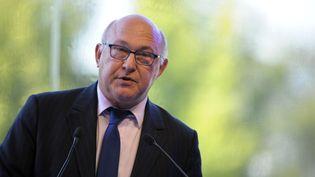 Le ministre des Finances Michel Sapin, le 28 août 2014, à l'université d'été du Medef à Jouy-en-Josas (Yvelines). (ERIC PIERMONT / AFP)