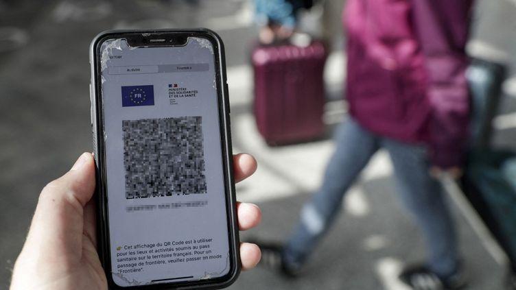 Le QR code du président de la République a été divulgué sur internet par un ou des professionnels de santé, le 21 septembre 2021. (Photo d'illustration) (GEOFFROY VAN DER HASSELT / AFP)