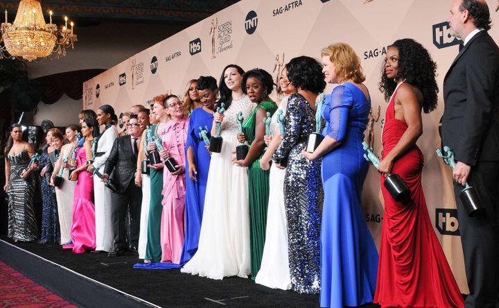 """Le cast de """"Orange is the New Black"""" symbolisant plus que tout autre la diversité à cette cérémonie.  (SIPANY/SIPA)"""