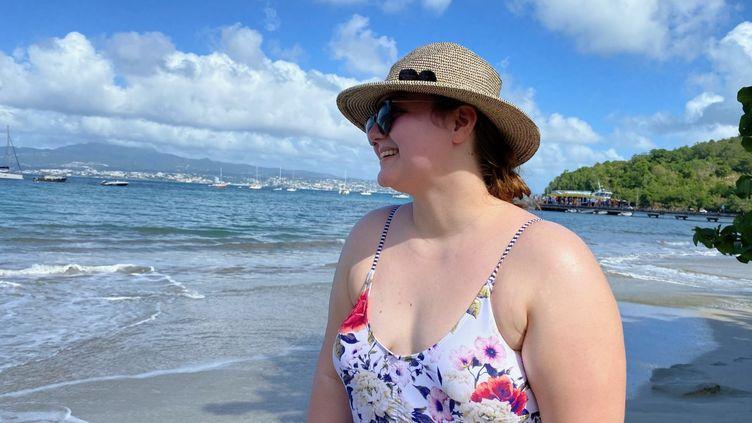 Marie-Amélie, aide-soignante et étudiante infirmière, en vacances en Martinique, en décembre 2020. (BORIS LOUMAGNE / RADIO FRANCE)