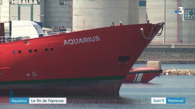 """Les migrants de l'""""Aquarius"""" sur le terre ferme en Espagne"""