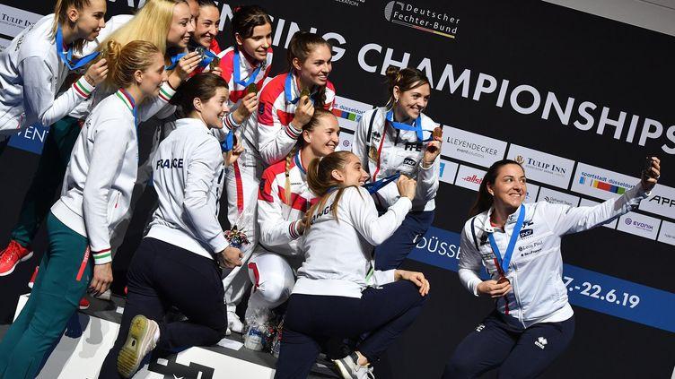 Le célèbre selfie lors du podium des championnats d'Europe 2019 (BIZZI TEAM)