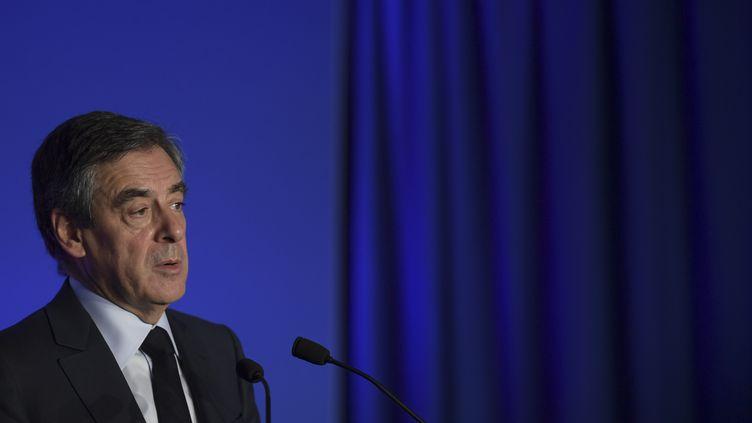Le candidat de la droite et du centre François Fillon lors d'une conférence de presse, le 13 mars 2017, à Paris. (CHRISTOPHE ARCHAMBAULT / AFP)
