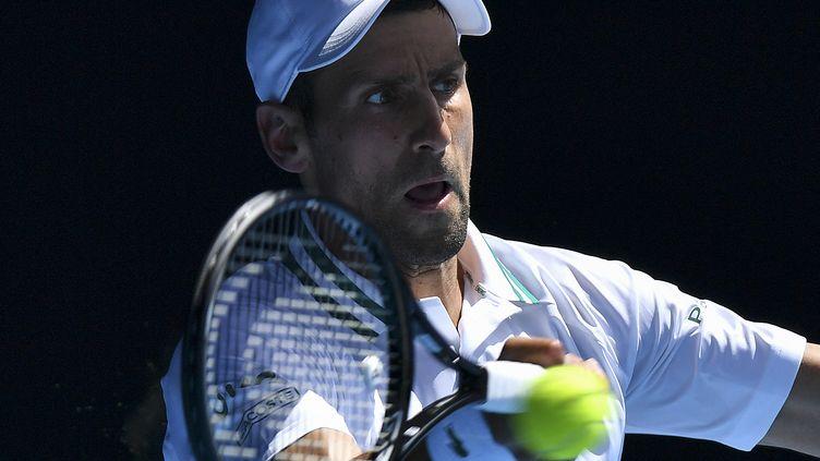 Le Serbe Novak Djokovic lors du 2e tour de l'Open d'Australie contre Frances Tiafoe le 10 février 2021 (PAUL CROCK / AFP)