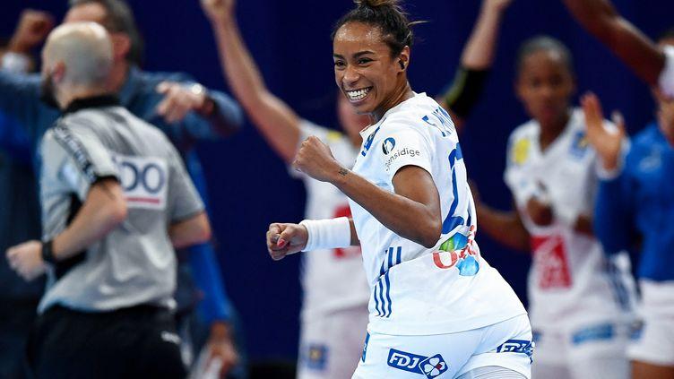 Estelle Nze Minko, encore une fois impressionnante en demi-finale face aux Pays-Bas (FRANCK FIFE / AFP)