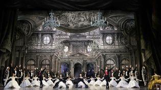 Le Corps de Ballet dans l'acte II avec Éléonore Guérineau, Marine Ganio, Daniel Stokes et Florimond Lorieux. (Svetlana Loboff / Opéra national de Paris)