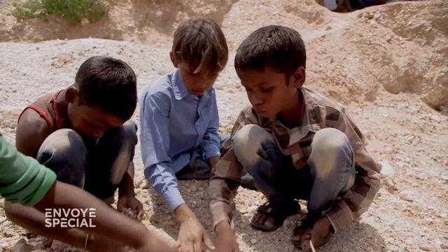Envoyé spécial. Travail des enfants en Inde : les petits forçats du mica