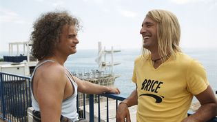 "Clovis Cornillac (G) ert Jean Dujardin (D), dans ""Brice de Nice"". (MANDARIN FILMS / KOBAL / AFP)"