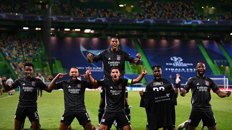 Les Lyonnais après leur victoire face à Manchester City (FRANCK FIFE / AFP)
