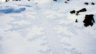 Vue aérienne d'un oeuvre éphémère de l'artiste britanniqueSimon Beck réalisée en marchant avec des chaussures de ski àRiederalp Valais (Suisse), le 23 mars 2015. (  MAXPPP)
