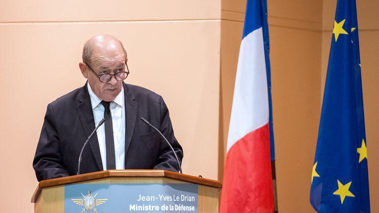 Le ministre de la Défense Jean-Yves Le Drian, le 3 mars 2014 à Poitiers. (GUILLAUME SOUVANT / AFP)