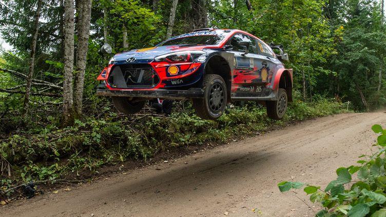 Ott Tanak (Hyundai) à l'attaque sur le rallye d'Estonie (RAIGO PAJULA / AFP)