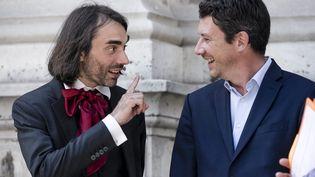 Cédric Villani et Benjamin Griveaux ensemble lors d'une visite au Conservatoire national des arts et métiers, le 14 juin 2017 (VINCENT ISORE / MAXPPP)