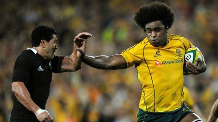 Radike Samo (Australie) charge la défense néo-zélandaise