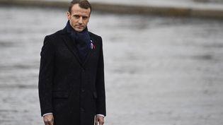 Emmanuel Macron, sous l'arc de triomphe, le 11 novembre 2018, pour le centenaire de l'armistice. (ERIC FEFERBERG / AFP)