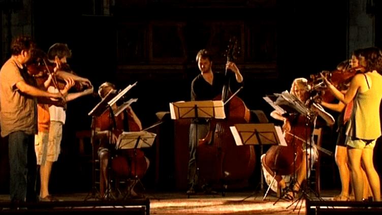 Les quatuors Debussy et Arranoa en pleine répétitionà la collégiale de St Léonard de Noblat  (France 3 Culturebox)