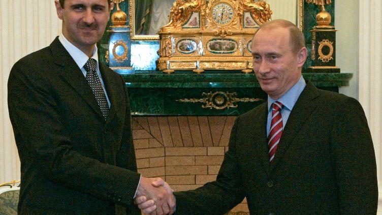 Le président syrien, Bachar Al-Assad, et son homologue russe,Vladimir Poutine, au Kremlin, à Moscou(Russie), le 19 décembre 2006. (KLIMENTYEV MIKHAIL / RIA NOVOSTI / AFP )