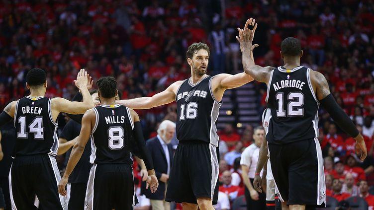 Les joueurs des Spurs, Danny Green, Patty Mills, Pau Gasol et LaMarcus Aldridge (RONALD MARTINEZ / GETTY IMAGES NORTH AMERICA)