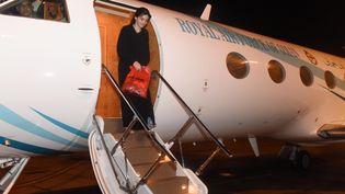 L'ex-otage Nourane Houas arrive à l'aéroport de Mascate (Oman), le 4 octobre 2016. (ONA / AFP)