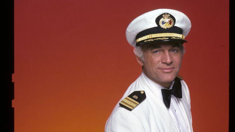 """Gavin MacLeod, dans son costume du CapitaineMerrill Stubing de la série """"La croisière s'amuse"""". (ABC PHOTO ARCHIVES / WALT DISNEY TELEVISION)"""