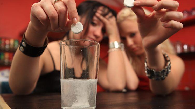 L'adolescence, une période à haut risque sur les addictions à la drogue ou à l'alcool (illustration). (PHILIPPE TURPIN / MAXPPP)
