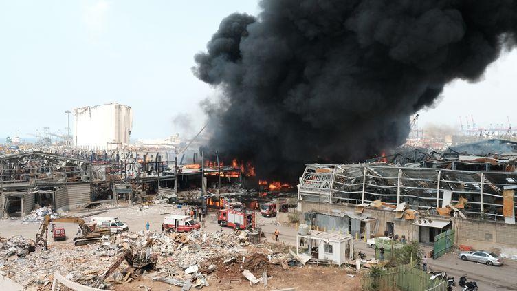 Un incendie s'est déclenché sur le port de Beyrouth, le 10 septembre 2020. (ALINE LAFOY / AFP)