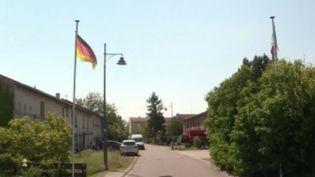 En Moselle, plusieurs Français ont pour habitude de franchir la frontière pour se rendre en Allemagne. Une pratique de plus en plus difficile avec les mesures sanitaires mises en places en raison de l'épidémie de coronavirus. (FRANCE 3)