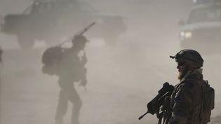 Des soldats français patrouillent près de Tagab, dans la province de Kapisa (Afghanistan), le 26 janvier 2011. (JOEL SAGET / AFP)
