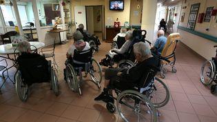 Des personnes âgées dans un Ephad à Nancy (Meurthe-et-Moselle). Image d'illustration. (MAXPPP)