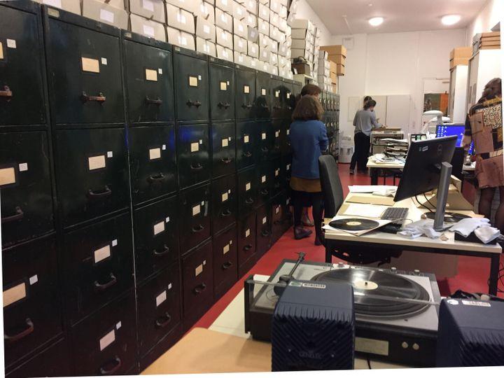 """Salle des archives sonores """"Lautarchiv"""" de l'Université Humboldt de Berlin. (LUDOVIC PIEDTENU / RADIO FRANCE)"""