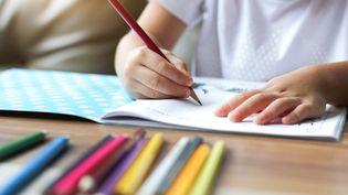 L'école à la maison oui, mais à sous certaines conditions et après déclaration préalable. (Illustration) (KRISANAPONG DETRAPHIPHAT / MOMENT RF / GETTY IMAGES)