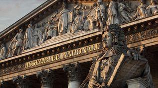 Le fronton de l'Assemblée nationale, le 15 octobre 2018, à Paris. (MANUEL COHEN / AFP)