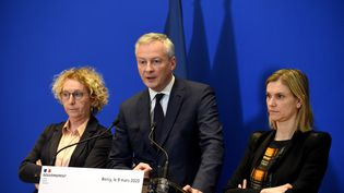 La ministre du Travail Muriel Pénicaud, le ministre de l'Economie Bruno Le Maire et sa secrétaire d'Etat Agnès Pannier-Runacher lors d'une conférence de presse à Bercy, le 9 mars 2020. (ERIC PIERMONT / AFP)