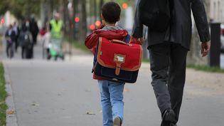Un élève lors de la rentrée scolaire à Paris, le 4 septembre 2017. (LUDOVIC MARIN / AFP)