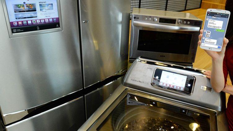 La marque LG a annoncé, le 7 mai 2014, la commercialisation d'un frigo, d'une machine à laver et d'un four intelligents en Corée du Sud. (HJK / LG)