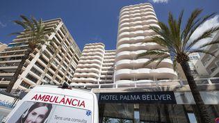 L'hôtel Palma Bellver, à Palma de Majorque (Espagne), où les personnes contaminées ou cas contacts sont confinées, le 29 juin 2021. (JAIME REINA / AFP)
