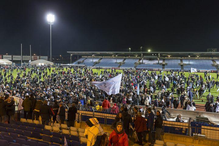 Les supporters du Racing 92 lors du dernier match du club au stade Yves-du-Manoir de Colombes (DENIS TRASFI / MAXPPP)